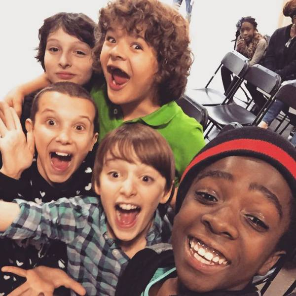 """Stranger Things"" Off-Screen Shots Are No Worse Than On-Screen!"