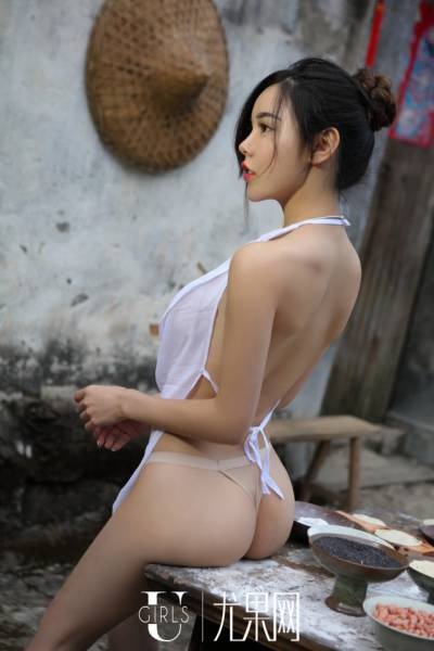 Just Casual Chinese Farmer-Girls Doing Their Daily Routine…