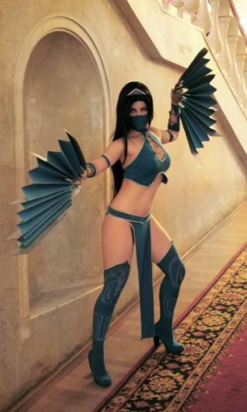 This Russian Cosplay Girl Knows How To Do It