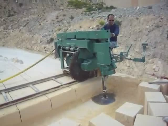 Stone-Cutting Machine Is A Man-Made Miracle!