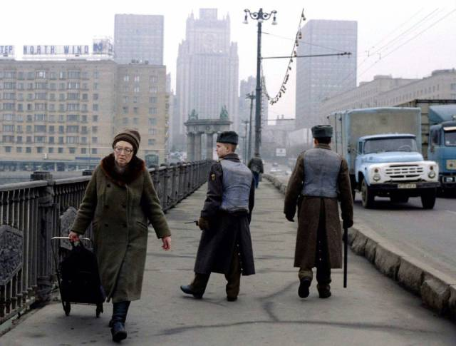 How Life In Russia Looked Like During The Decade After Soviet Union's Fall