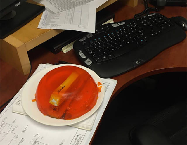 How People Entertain Themselves By Messing With Their Coworkers