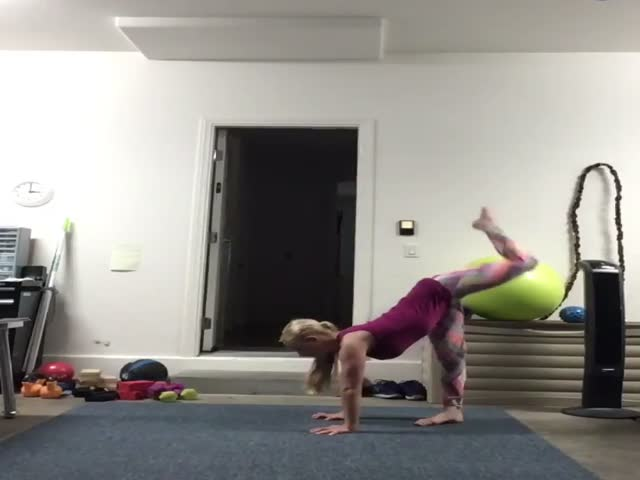 This Girl Is VERY Flexible