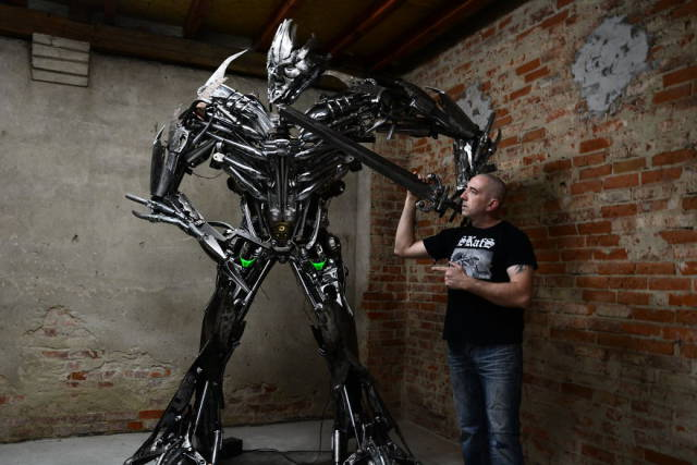 Scrap Metal Comes To Life In This Artist's Hands!