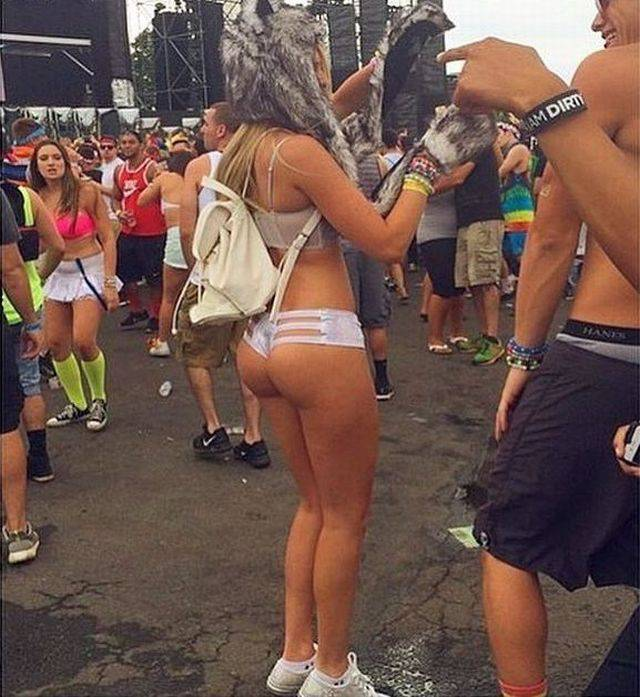Raver Girls Don't Even Try To Hide Anything