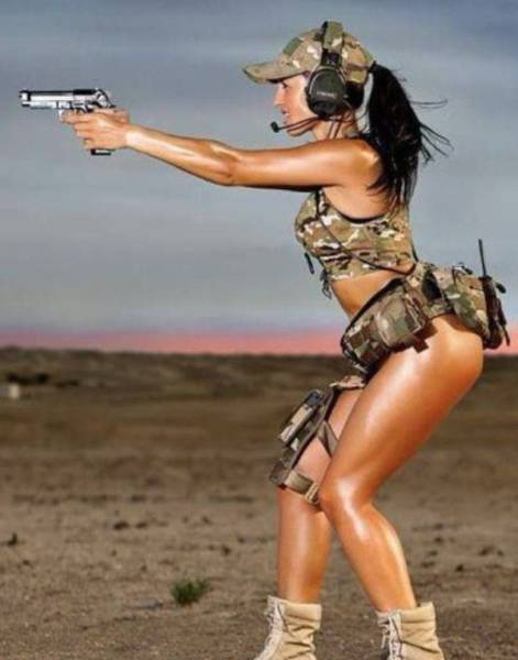 Hot Girls With Big Guns