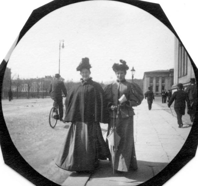 Paparazzi Photos From XIX Century Display A Whole Another Dimension Of Those Times