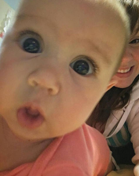 Babies Start Photobombing Straight From The Cradle!