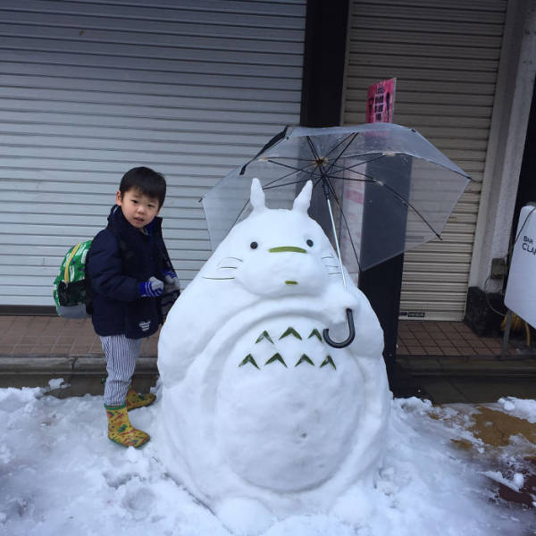 Heavy Snow In Tokyo Ends Up Becoming Material For Amazing Snow Sculptures