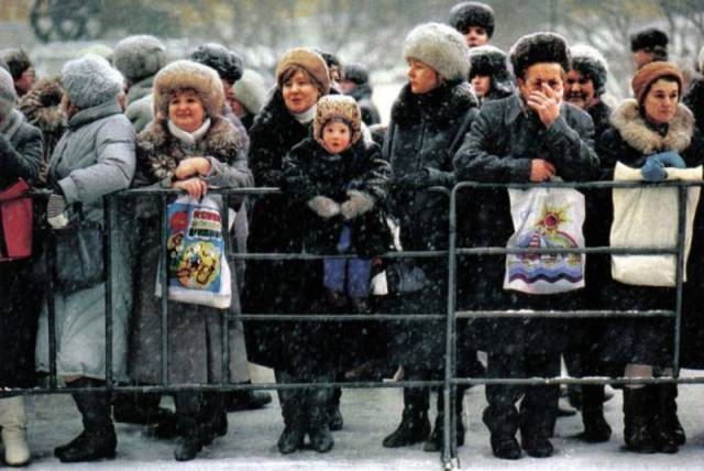 That's What Photographer Jon Thompson Captured In 1990s USSR And Russia