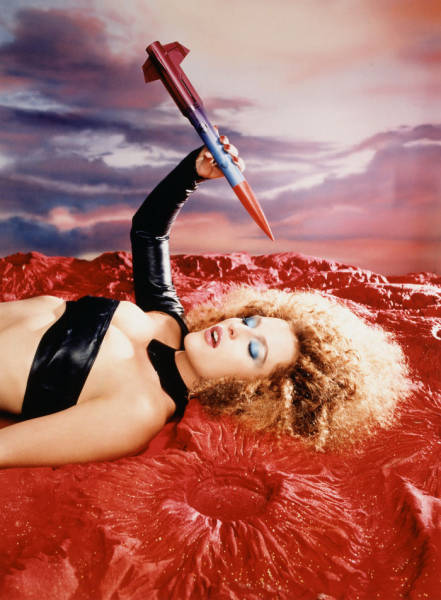 "This ""X-Files"" Photoshoot By David LaChapelle Just Screams Of The 90's"