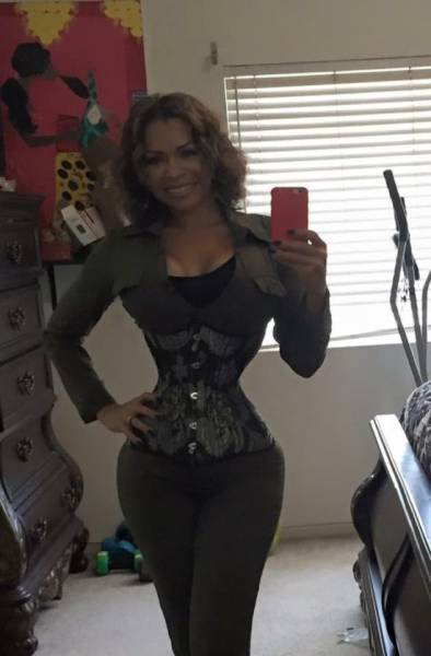Mom Leaves Her Corset Only For ONE Hour A Day!