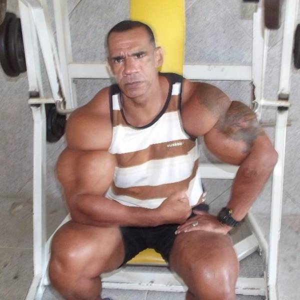 "Brazilian Brothers Inject Themselves To Create ""Arnold Schwarzenegger"" Biceps"