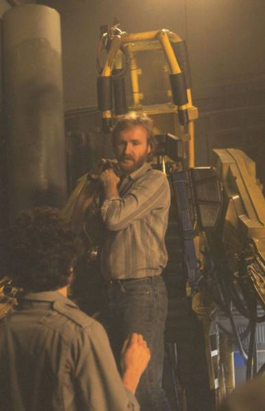 "Behind-The-Scenes Photos From The Set Of ""Aliens"""