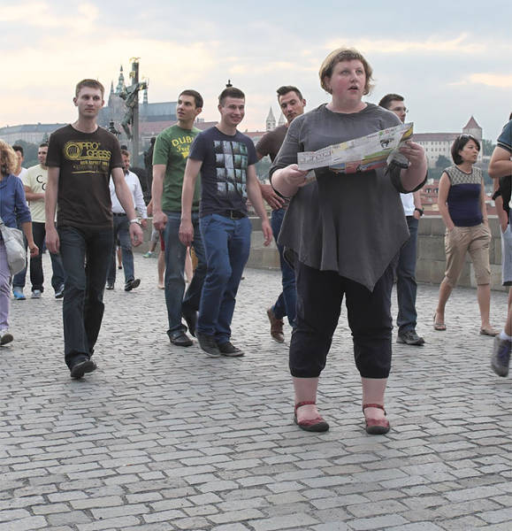 Woman Decided To Conduct A Social Experiment To See How Others Look At Overweight People