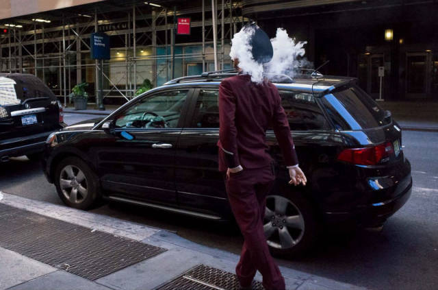 This Street Photographer Manages To Catch The Best Moments Of Street Life