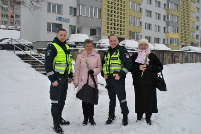 Lithuanian Cops Decided To Pull Over Every Female Driver On International Women's Day, But Women Weren't Even Angry