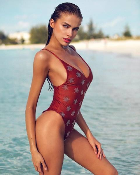 One-Piece Swimsuits Are A Special Kind Of Sexy