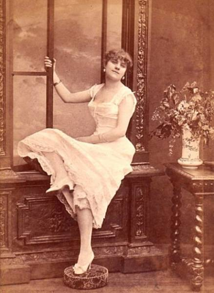 How French Prostitutes Looked Like In The 19th Century