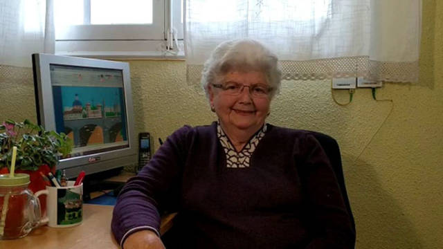 87-Year-Old Grandma Manages To Create Art Masterpieces Using Just MS Paint!