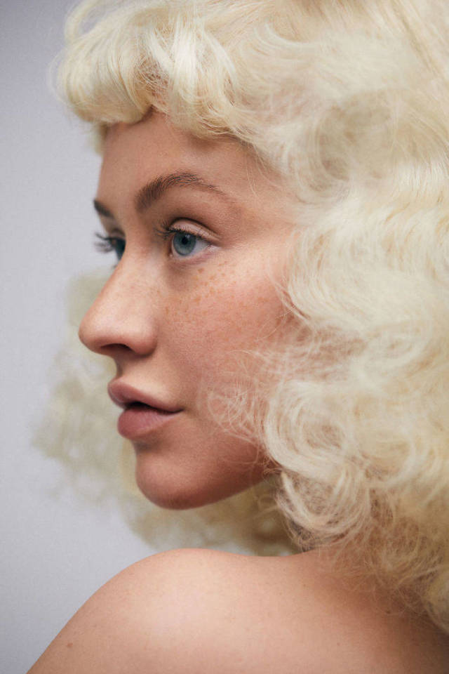 Christina Aguilera Is Almost Unrecognizable Without Makeup
