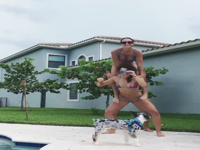 Acrobatics In Bikinis – This Is What's Really Awesome!