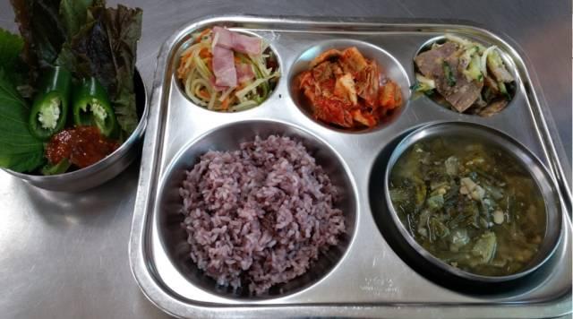 Student Lunch: Korea vs The US