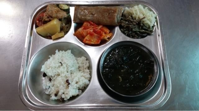 Student Lunch: Korea vs The US