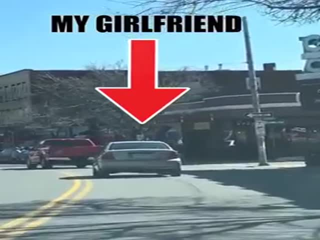 Guy Pranks His Girlfriend By Making The Car Horn Honk When She Breaks