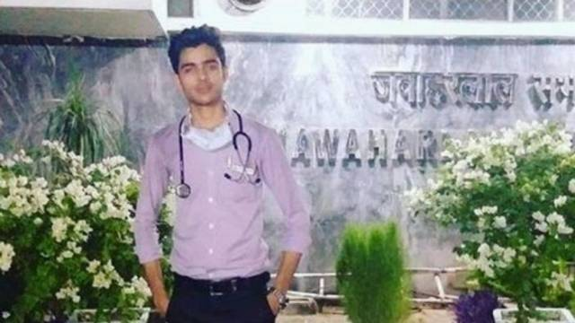 Indian Teen Pretended To Be A Doctor For Almost Half A Year But Got Punished