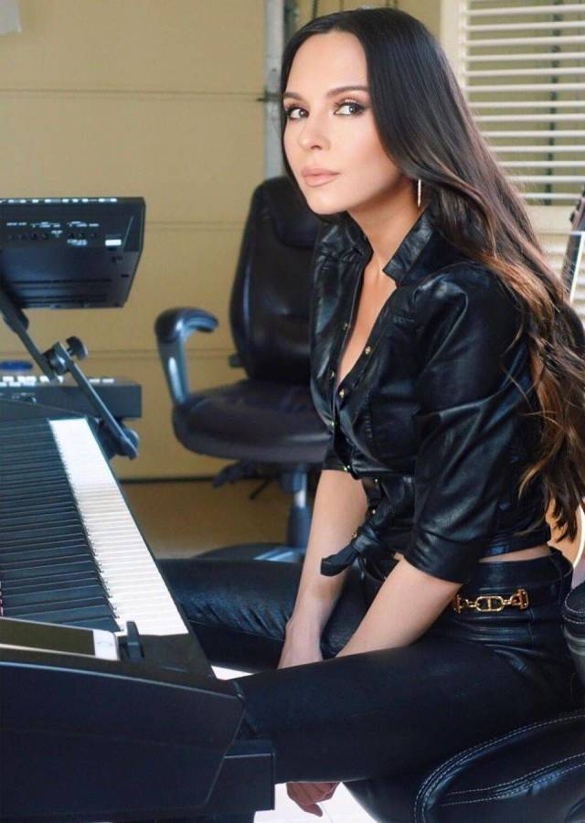 Lola Astanova Knows The Melody Of Men's Hearts