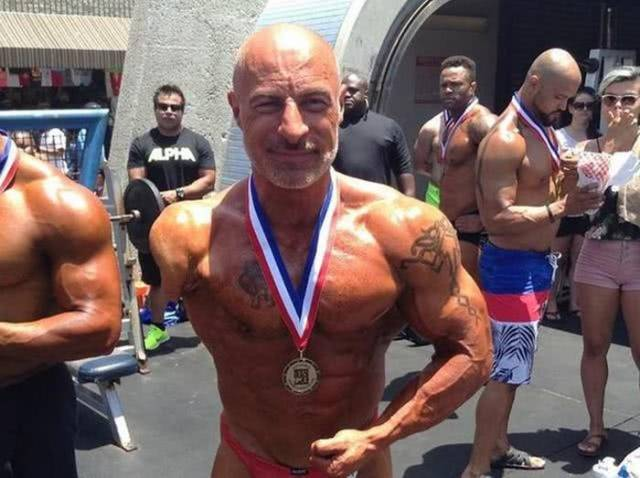 This Bodybuilder Didn't Think He Has Any Excuses