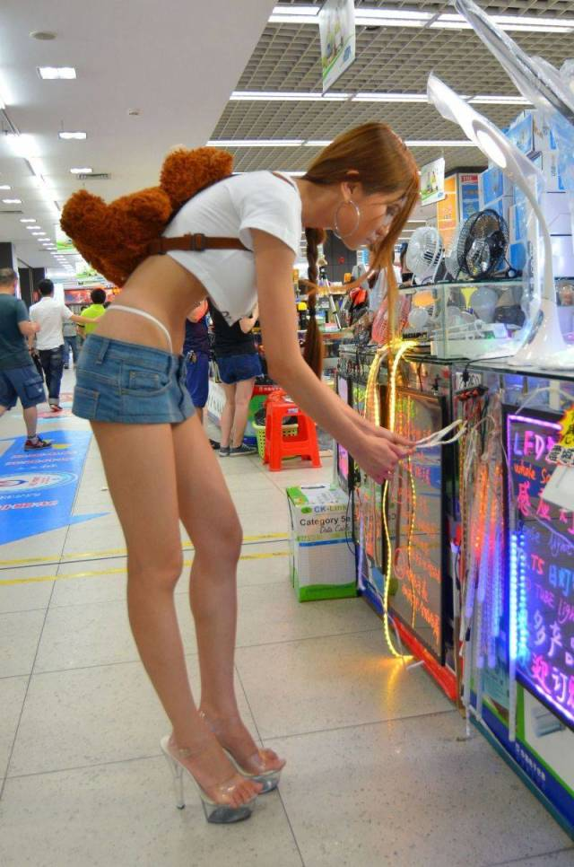 Chinese Engineer Girl Tests Her 3D Bikini On The Streets Of Shenzhen