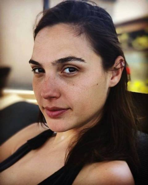 How Do Celebs Look Without Their Makeup?