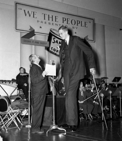 this is robert wadlow the world s tallest man that ever lived 17