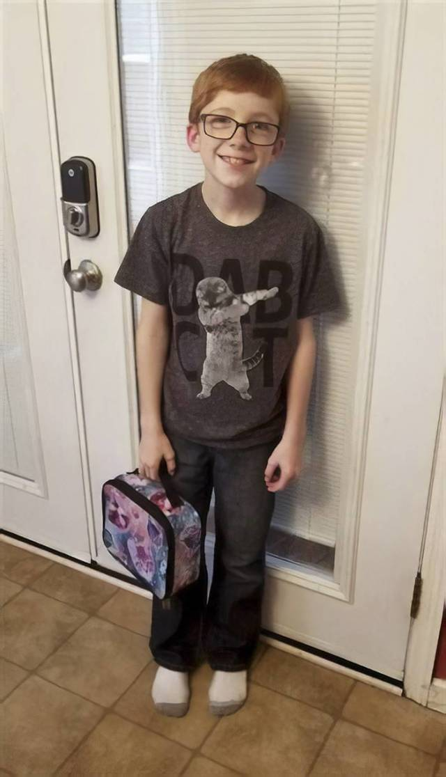 """Uncle Cleverly Defends His Nephew Who Was Bullied For His """"Girly"""" Lunchbox"""