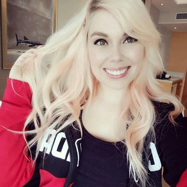 Pro Gamers Who Are Actually Flaming Hot Girls