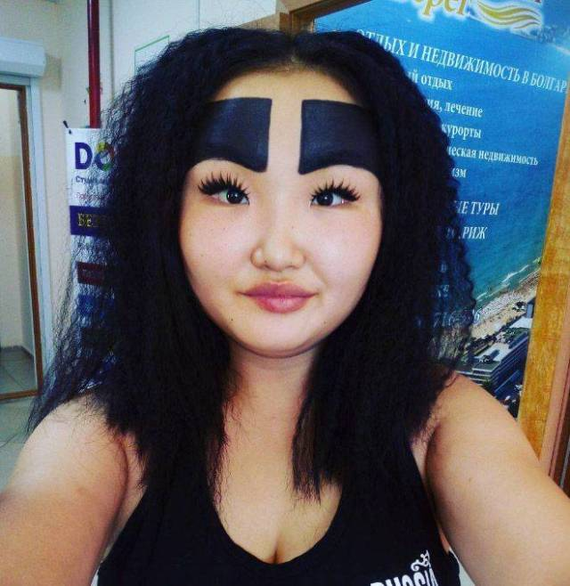 Russian Fashion Blogger And Her Crazy Eyebrows