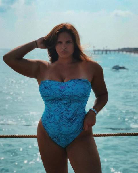 Nastya Blinova Can Take On Some Big Weights
