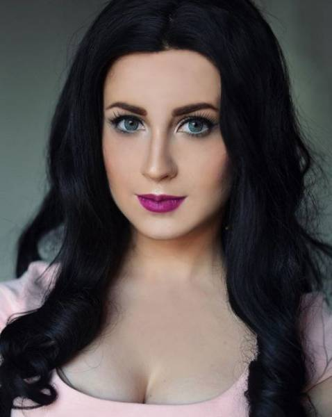 She's Not Only A Great Makeup Artist, But Also A Fantastic Cosplayer