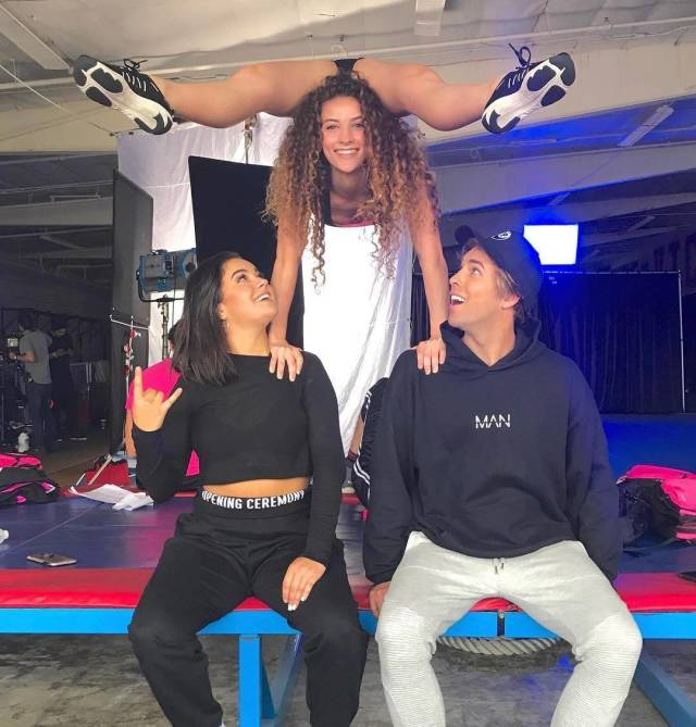 Meet Sofie Dossi, 16-Year-Old Self-Taught Contortionist Who Is Already A Star