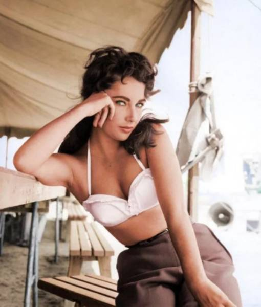 Colorized Photos Feel Like Diving Straight Into History