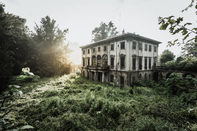Abandoned Places Are Always So Attractive