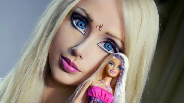 """How """"Real Life Barbie"""" Looks Without Her Makeup"""