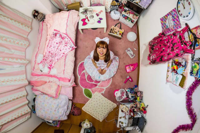 This Photographer Has Been Travelling All Around The World To Show Us How Millenial Bedrooms Look Like