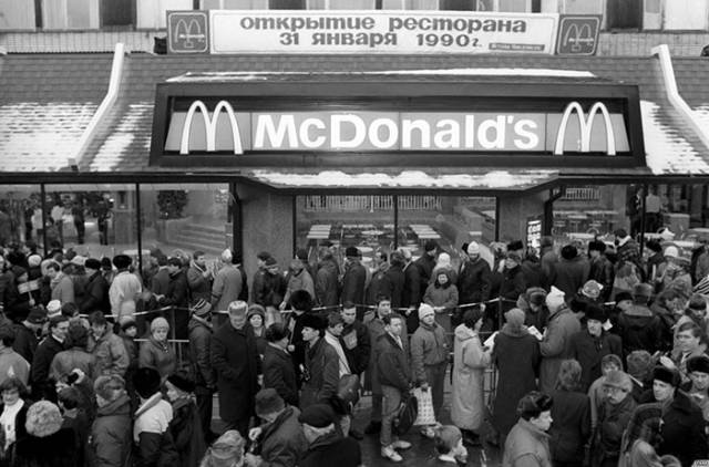 An Impressive Story About How Soviet Union's First McDonald's Was Opened