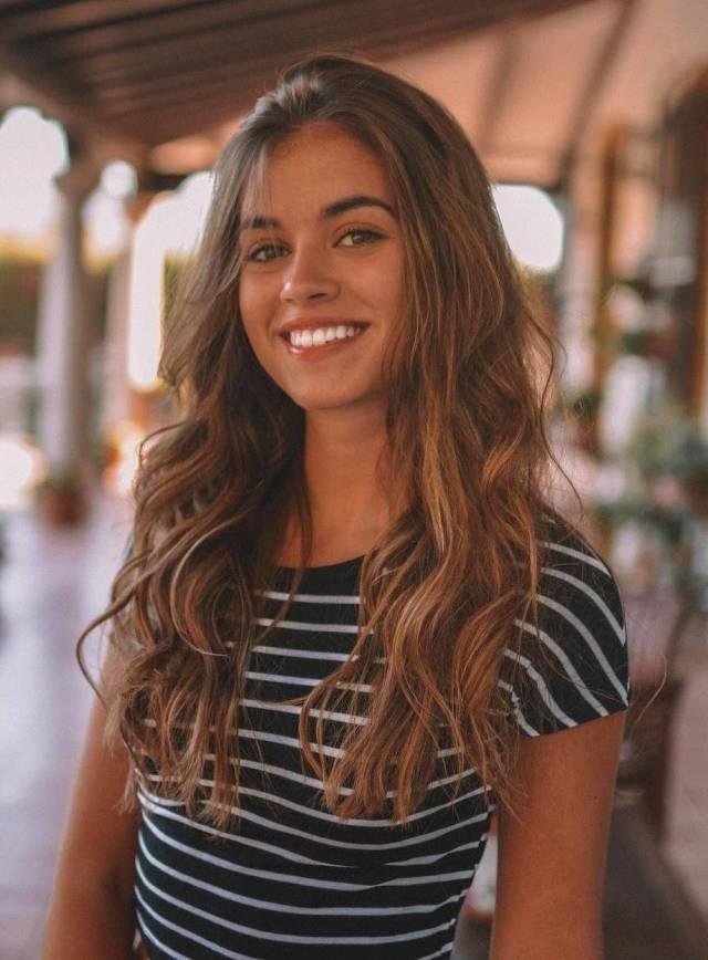 Beautiful Girls Make the World Go Around (52 pics
