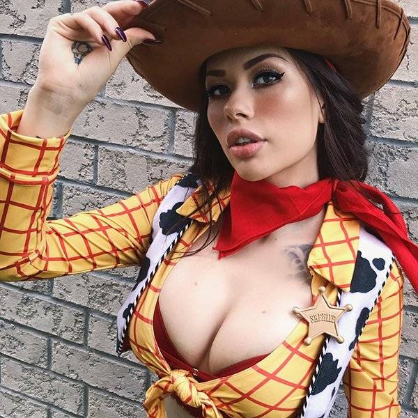 Vera Bambi Is An Expert On Sexy Cosplay