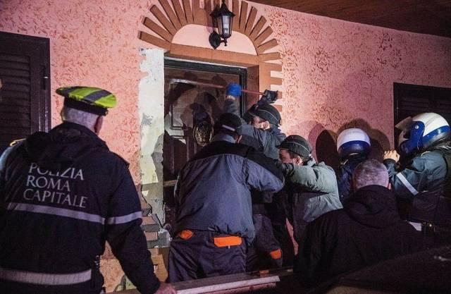 Italian Police Confiscates Villas Belonging To Gypsy Mafia