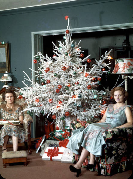 Christmas Décor Was Kinda Different Back In The 50's And 60's